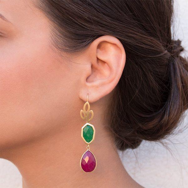 pendientes-girl-about-town-color-verde-pepitas-de-oro-modelo